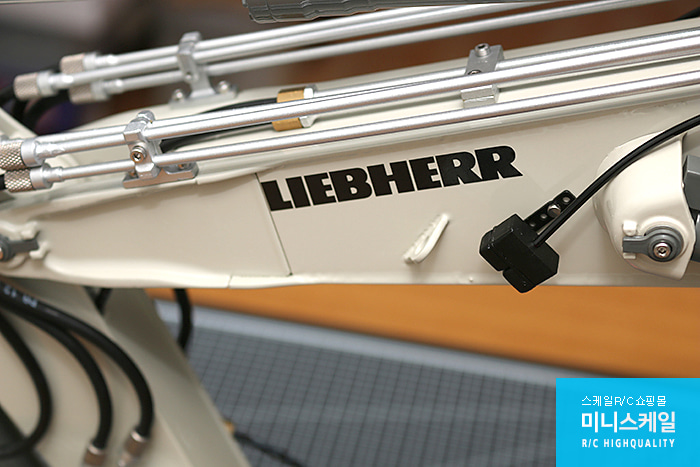 Liebherr R956 Adjustable Boom Basic Kit_34